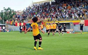 La festa dei giocatori e dei tifosi del Bassano Virtus allo stadio Rino Mercante al termine della semifinale di ritorno con la Reggiana.